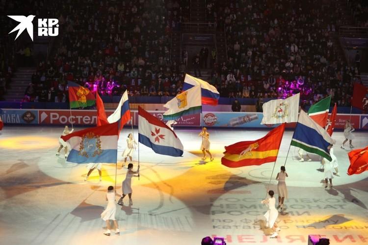 На льду представили флаги регионов-участников