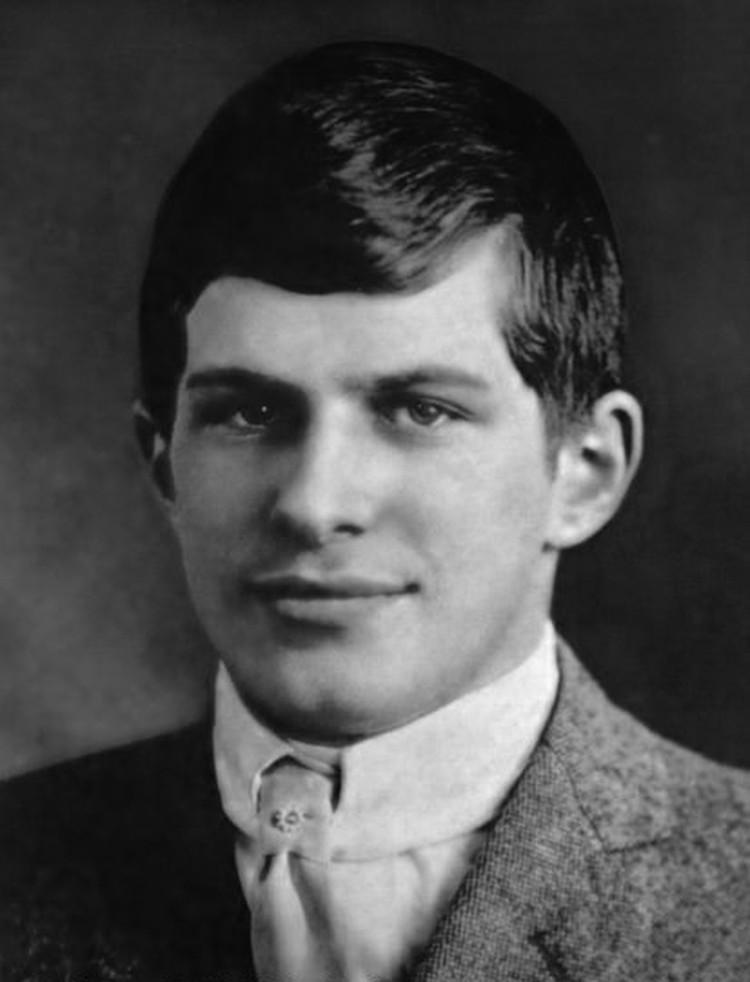 Студентом Гарварда вундеркинд стал в 11, а спустя некоторое время начал читать там лекции по четырехмерному пространству. Университет Уильям окончил с отличием в возрасте 16 лет.
