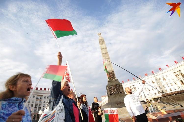 Провластный митинг на площади Победы.