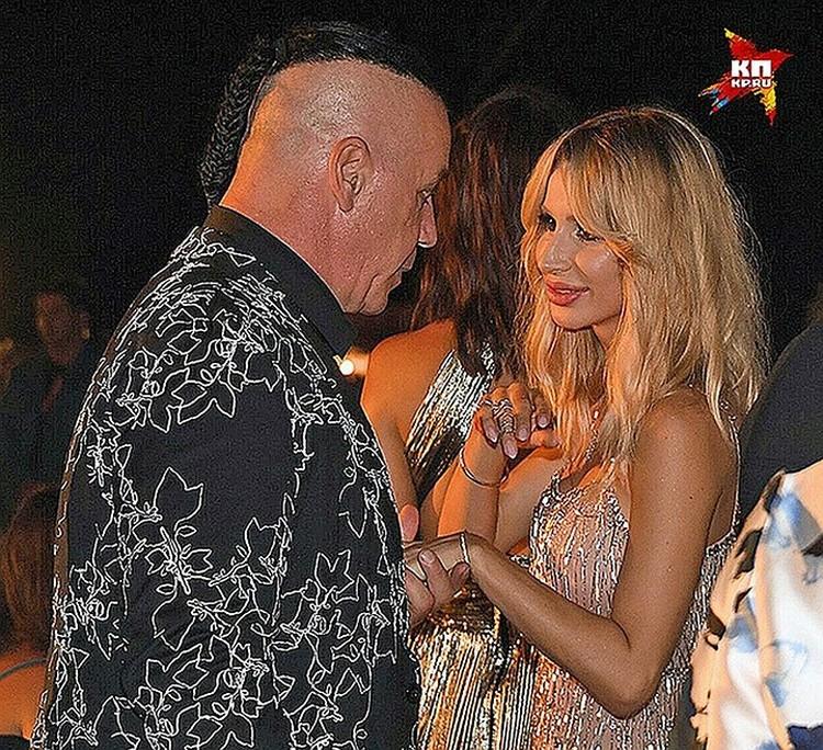 Вокалист Тилль Линдеманн и Светлана Лобода познакомились на вечеринке фестиваля «Жара» в июле 2017 года.