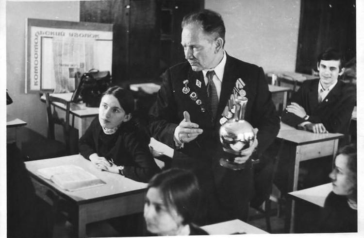 Виктор Федорович на уроке. Фото: архив Виктора Шаталова