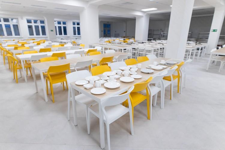 В первый год обучения за парты сядут не менее 1,5 тысячи учащихся с 1 по 10 класс.