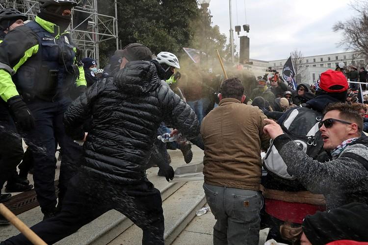 Тут - протестующие, и там - протестующие. а разница есть