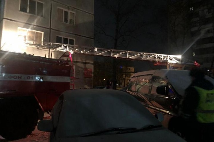 В Хабаровске во время пожара в панельной девятиэтажке погибла семья с маленькими детьми