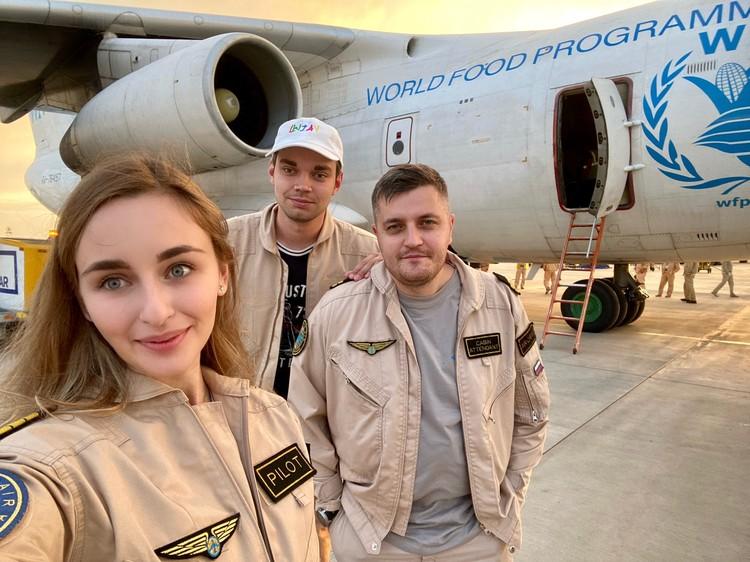Сибирячка стала одной из первых русских девушек-пилотов в Африке и первой — в Заполярье. Фото: Предоставлено Златой Чевердынской