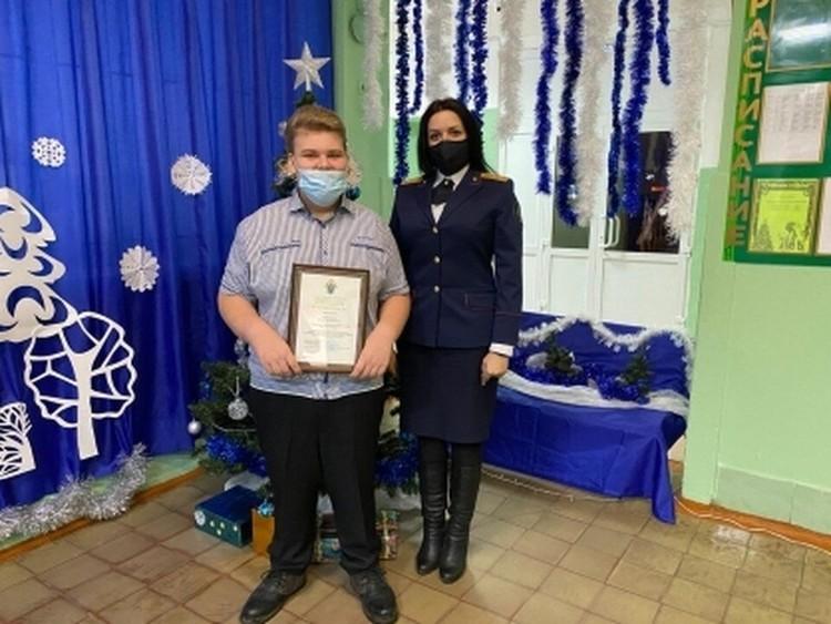 Егора наградили за то, что он вовремя позвал на помощь взрослых