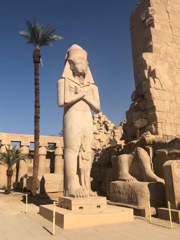 Памятник фараону Рамзесу III и его дочери (в некоторых источниках - жены)