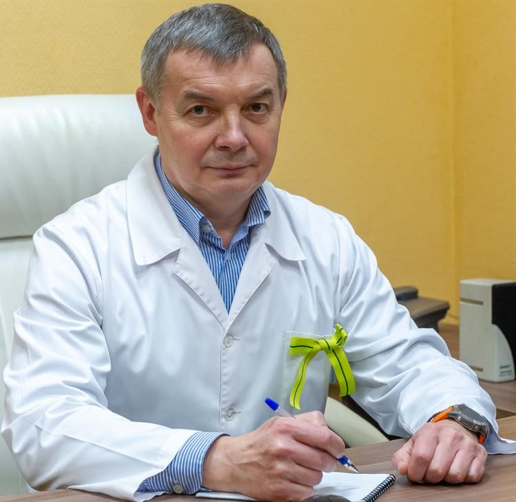 Руководит Госпиталем для ветеранов войн заслуженный врач РФ, доктор медицинских наук, профессор Максим Кабанов.