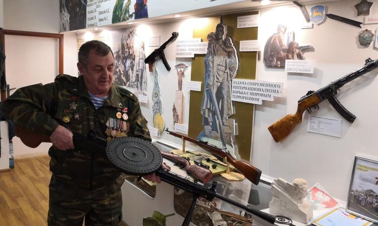 Пулемет Дегтярева достался музею полусгнившим, без приклада, ножек, затворной рамы. Юрий Корбан с ребятами восстановил его.