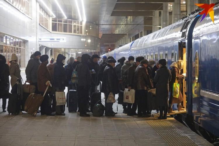 Большинство пассажиров, по нашим наблюдениям, были с российскими паспортами.