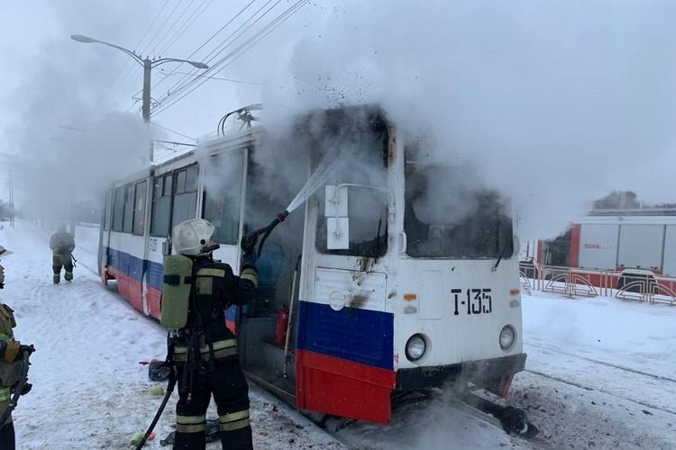 Водитель пыталась сама потушить пламя и была травмирована