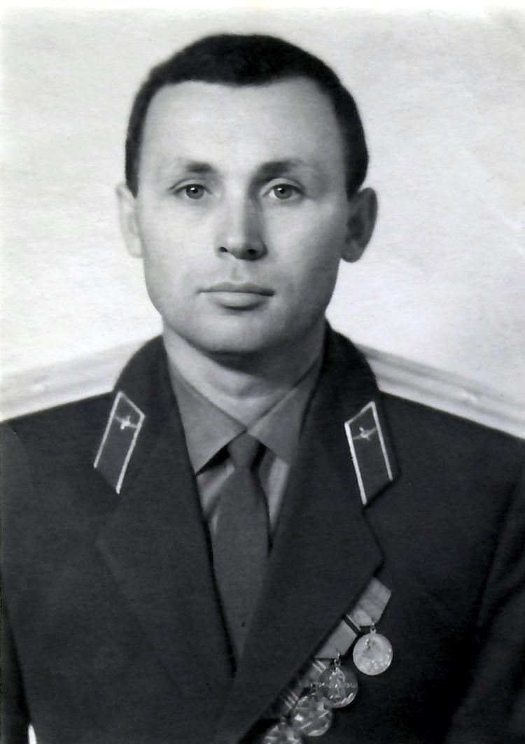 До генсека пытался достучаться старший преподаватель Военной академии им. Фрунзе Иван Юрковец