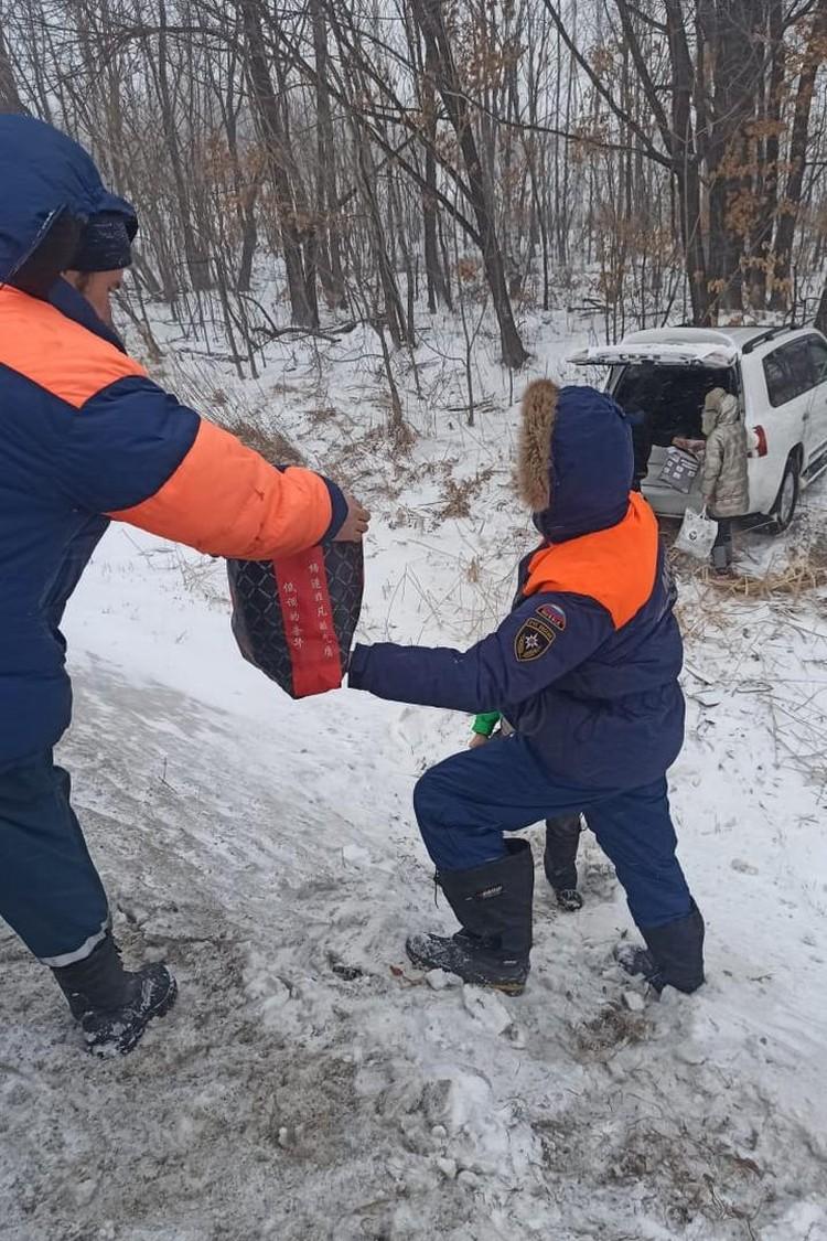 Снежный циклон в Хабаровском крае 16 февраля 2021 года: МЧС помогает застрявшим автомобилистам