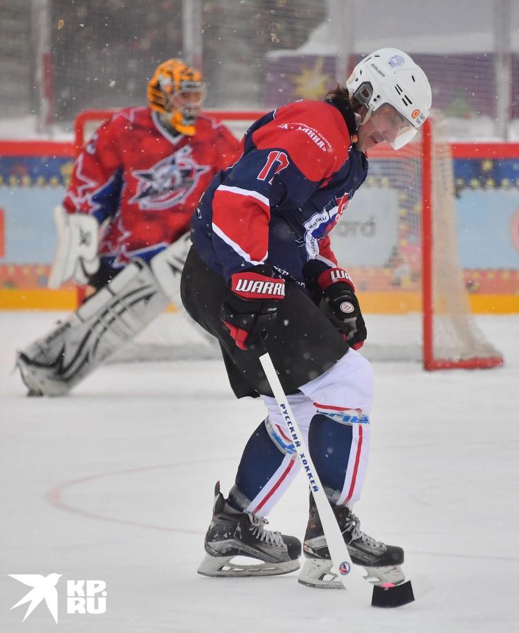 Александр Мостовой пожалел, что в свое время выбрал футбол, а не русский хоккей.