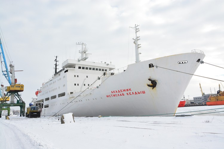 Сегодня легендарное научное судно можно увидеть у причала рыбного порта.