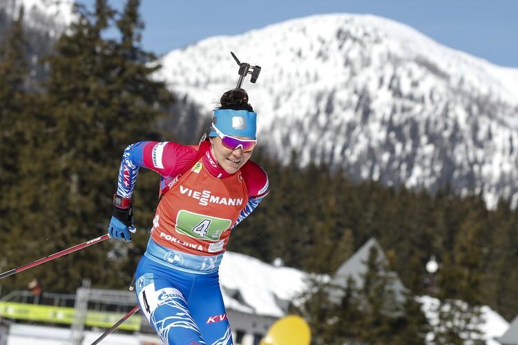 Татьяна Акимова забегала на штрафной круг во время гонки.