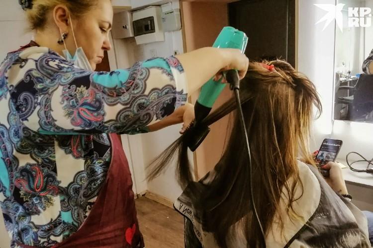 Для начала волосы нужно подготовить. Фото: Анна ПАШАГИНА