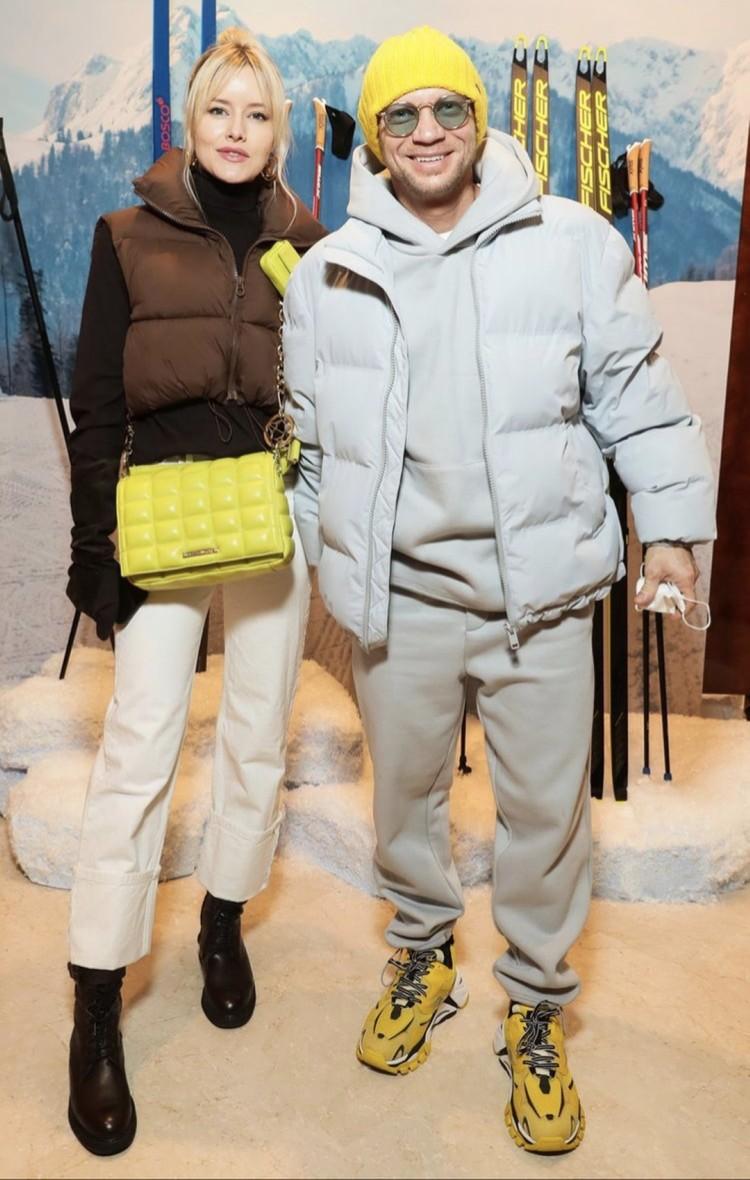 Соведущий «Вечернего Урганта» Дмитрий Хрусталев с женой Марией продумали family look