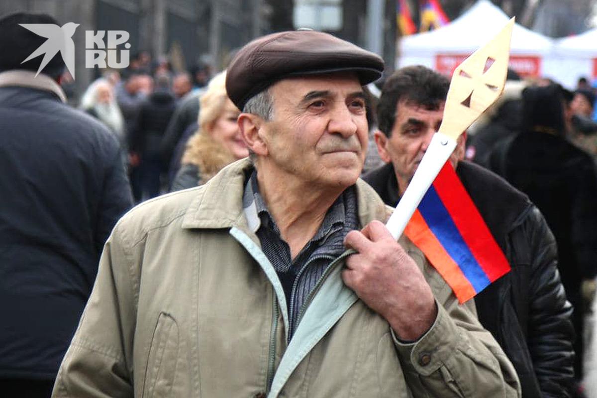 Участник митинга армянской оппозиции.