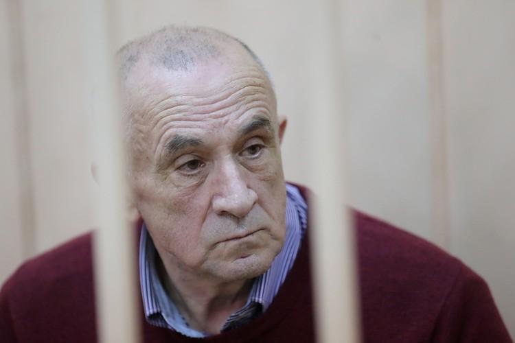 Бывший глава Удмуртской Республики Александр Соловьев в помещении суда. Фото: Сергей Савостьянов/ТАС