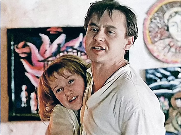 Хотя Проклова не называет имя своего партнера, многие предполагают, что она имела в виду своего коллегу по фильму «Гори, гори, моя звезда» Олега Табакова. Фото: кадр видео.