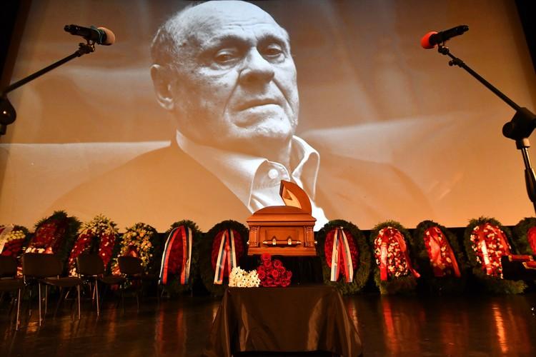 Режиссер умер на 82-м году жизни 5 июля от осложнений коронавируса.