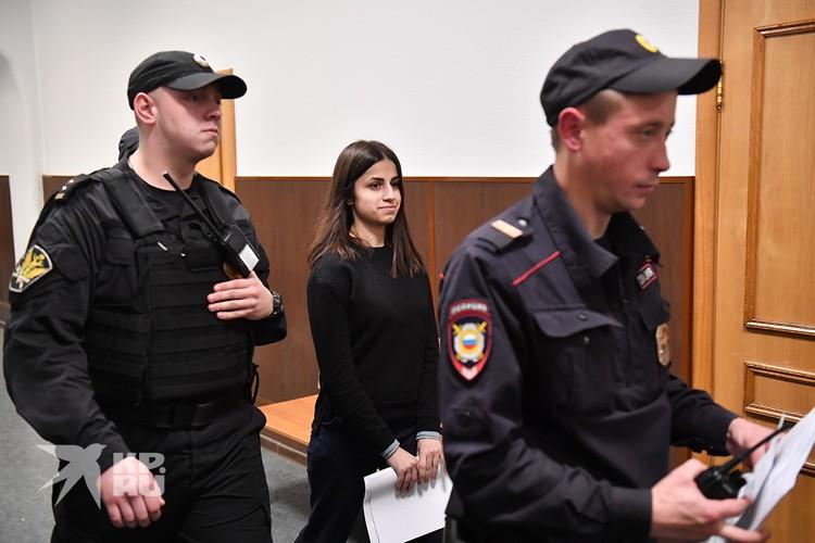 Одна из сестер Хачатурян Ангелина, обвиняемая в убийстве своего отца Михаила Хачатуряна