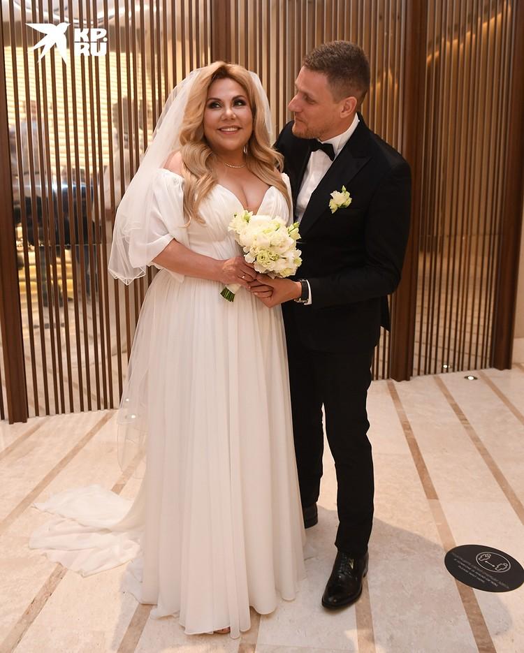 Звезда «Камеди» решила объединить в один день празднование своего 50-летия и свадьбу