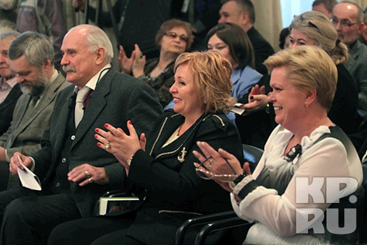Людмила Путина заняла место рядом с почетным председателем жюри Никитой Михалковым