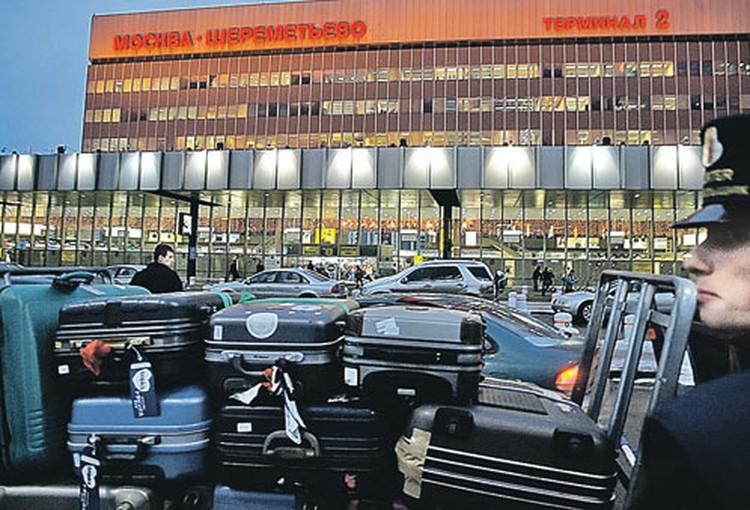В среднем за сутки в аэропорту «Шереметьево» проходят таможенный досмотр 30 - 40 тысяч пассажиров, оформляется 300 - 400 деклараций на товары.