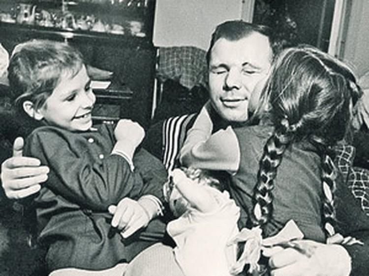 С дочерьми Леной и Галей.