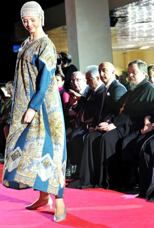 Отцу Всеволоду показали  и национальные костюмы...