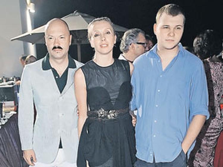 Федор Бондарчук хочет, чтобы сын Сергей (справа) после учебы в США работал на Родине