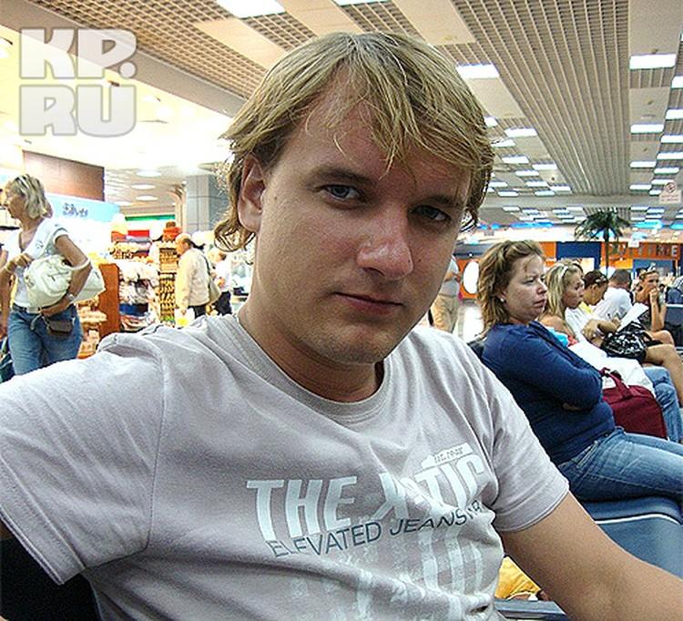 В последнее время Сергей работал администратором в крупном магазине.