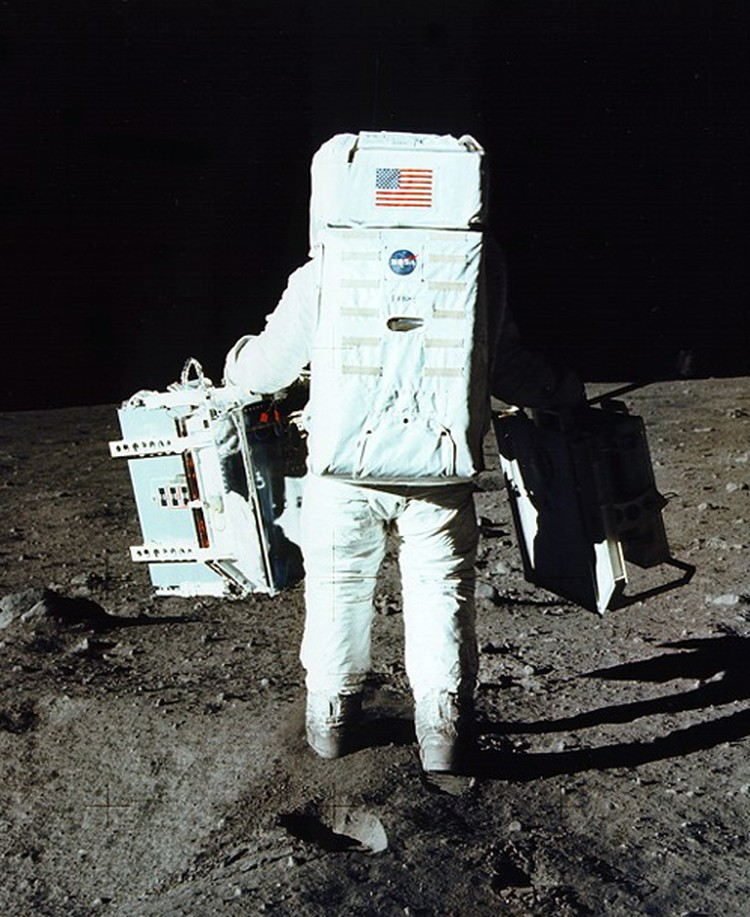 Базу Олдрину (Аполлон-11) нелегко  было сдерживать флатусы