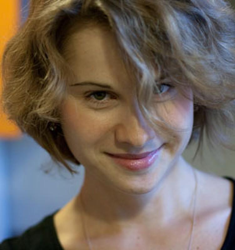 Юлия ГУСАКОВА - шеф-редактор интернет-канала РОССИЯ.РУ. Раньше писала стихи под псевдонимом Ульяна Заворотинская.