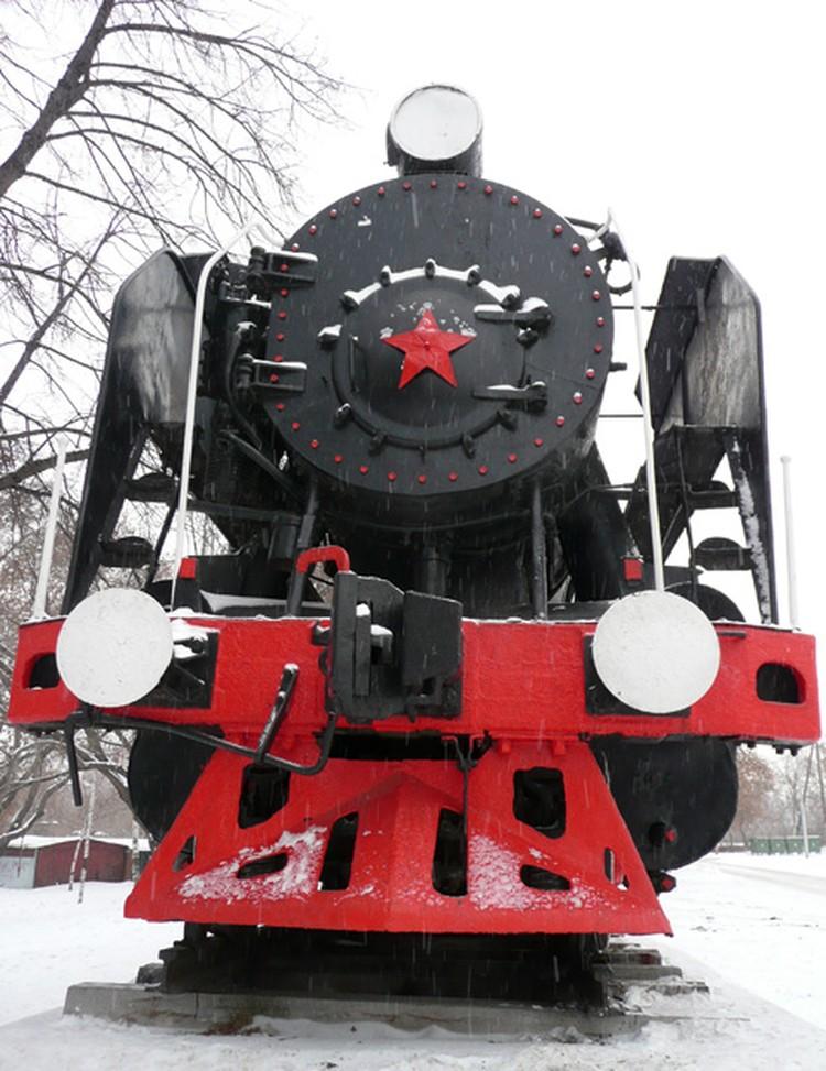 Памятник-паровоз.