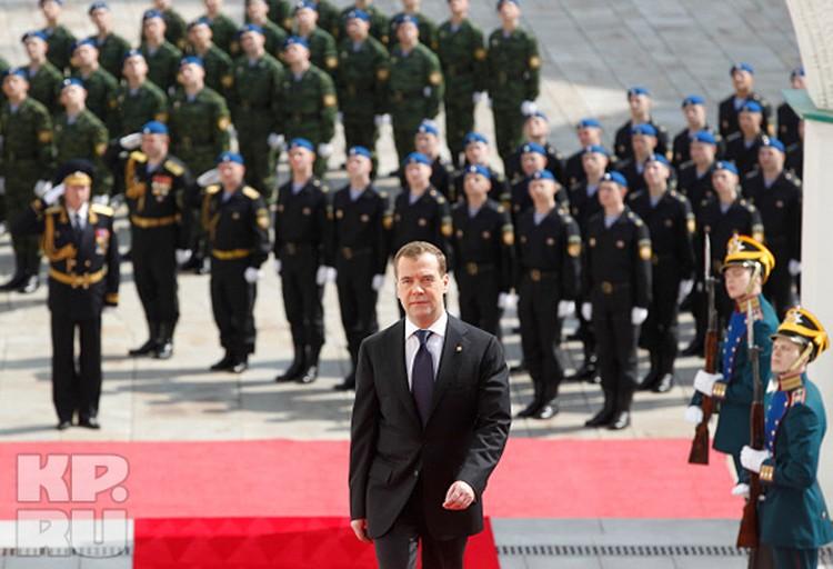 Дмитрий Медведев прибыл на церемонию