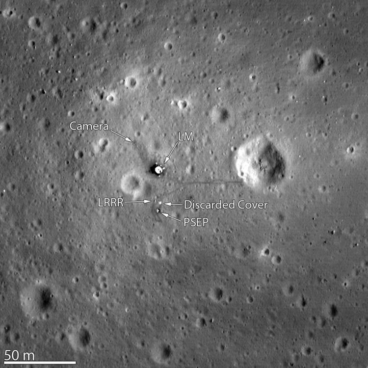 Место посадки Аполлона-11: тут флага нет. Сдуло
