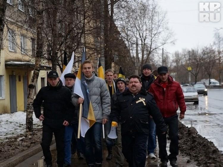 Под барабанную дробь националисты отправились по улицам города