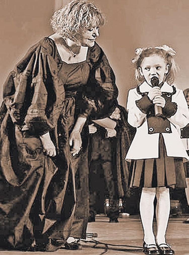 2005 год, Валентина Талызина с «любимой артисткой» - 6-летней внучкой Настей.