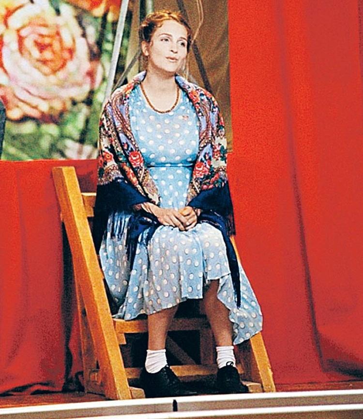 Людмилу Зыкину в молодости сыграла актриса Елена Дудина. Кстати, Елена призналась, что на съемках самое сложное для нее было петь. Она этого не умеет.