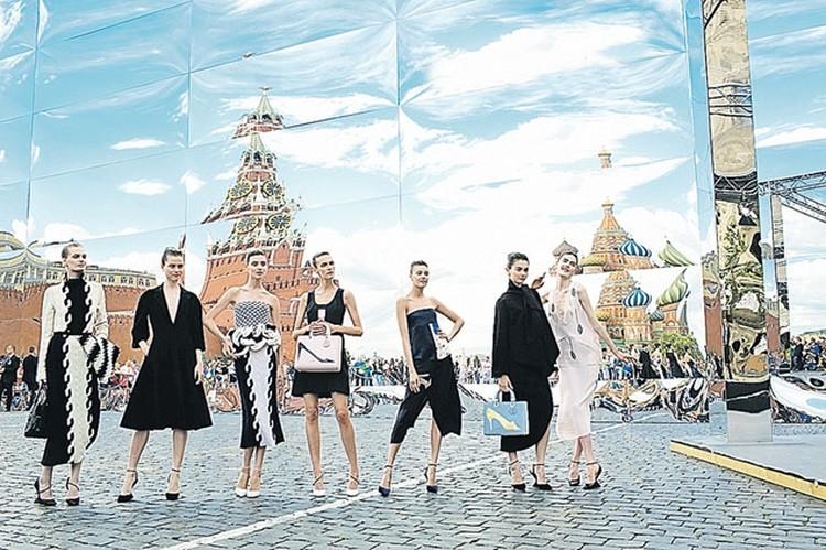 Модели модного дома Christian Dior на Красной площади в 2013 году никого не шокировали.