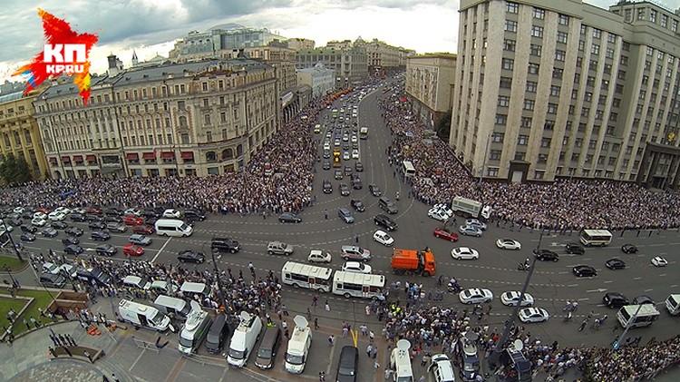 Смотрите фоторепортаж с Манежной площади