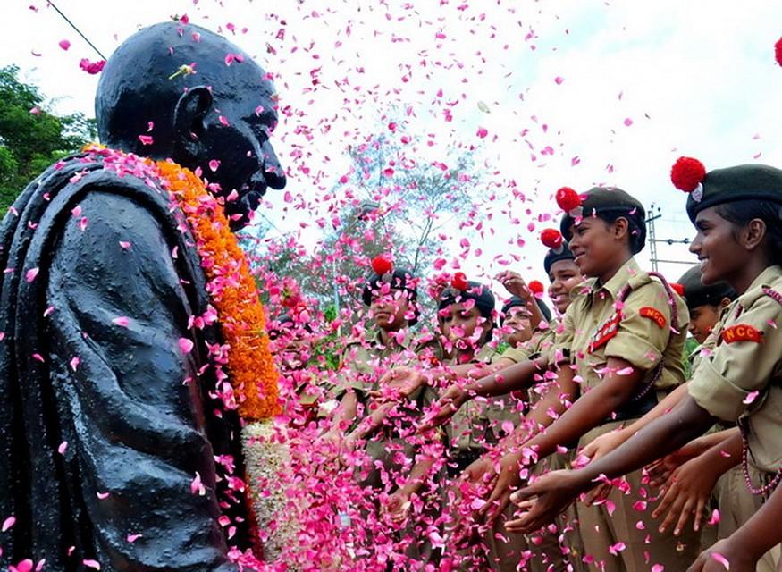 День рождения Ганди в Индии - национальный праздник Ганди Джаянти