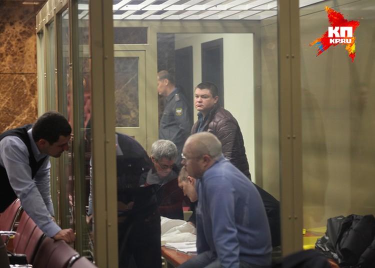 Заседание по делу кущевской банды. В центре - Сергей Цапок, в синей кофте - Владимир Запорожец