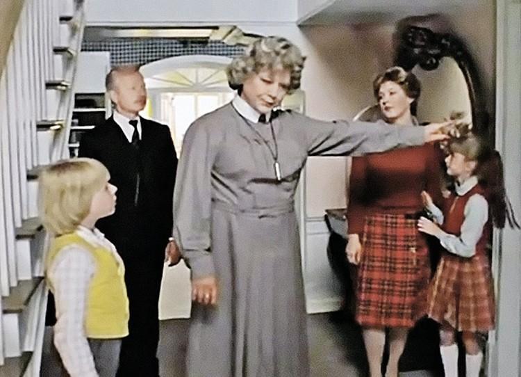 Олег Табаков ролью домомучительницы очень вдохновился. Но с фиксой пришлось расстаться.