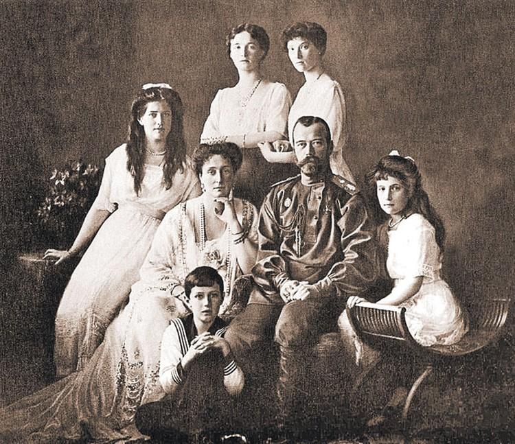 Одно из самых известных фото царской семьи, сделанное в 1913 году, за пять лет до расстрела.
