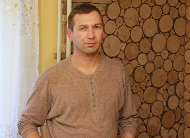 Виталий Миллер работает на двух работах, но и о доме не забывает - ремонт делал своими руками.