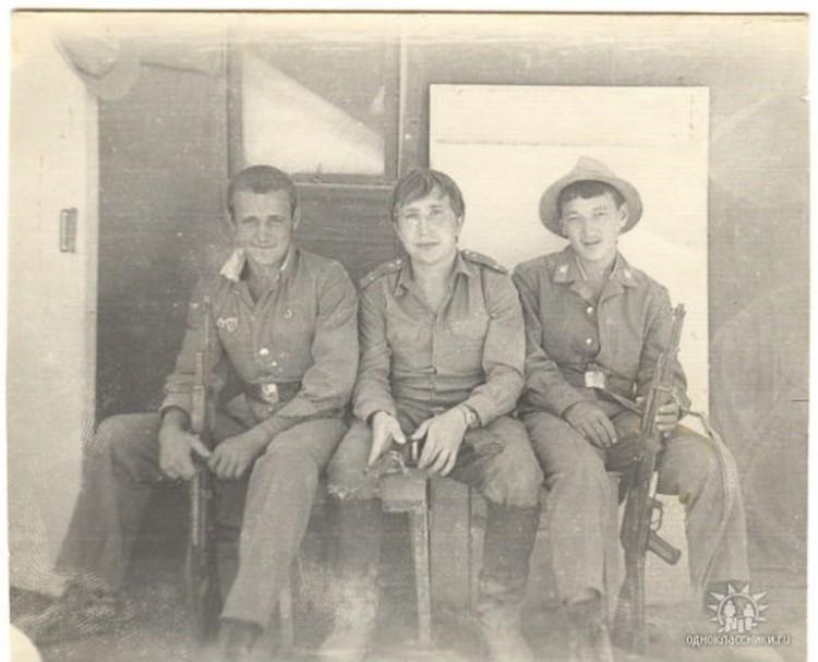 Олег Пермяков и его сослуживец Александр Шлюнд(слева). Баграм, 1980 год